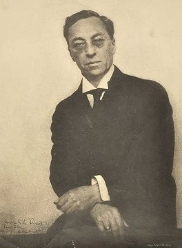 Wassily Kandinsky in 1923. Photo by Hugo Erfurth