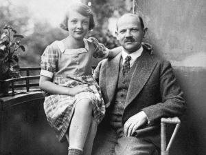Young Salomon with her father, Berlin, 1927