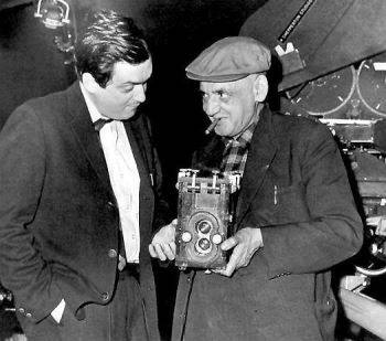 Weegee shows Stanley Kubrick his Rolleiflex camera